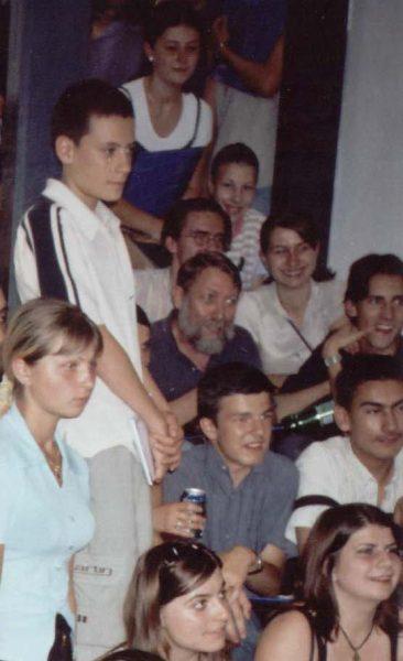 Stephane Courtois în mijlocul elevilor Școlii de Vară de la Sighet