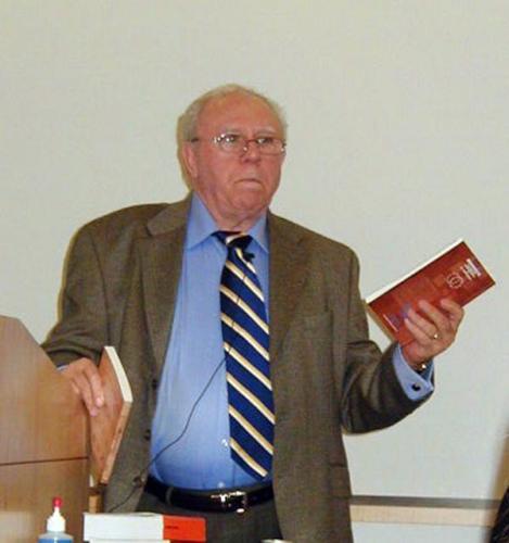 Dr. Miron Costin prezentând Memorialul Sighet la Seattle