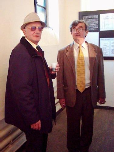 Ziua Memoriei 2004. Foştii deţinuţi politici Teofil Botlung şi Teodor Stanca vizitând muzeul de la Sighet