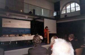 Ana Blandiana prezentând Memorialul Sighet în cadrul conferinţei internaţionale