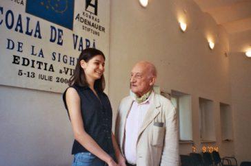 Neagu Djuvara alaturi de o elevă a Şcolii de Vară de la Sighet, Alina Galeriu