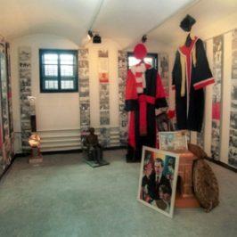 """Muzeul Sighet: Sala 78 – """"Epoca de aur"""" sau comunismul kitsch"""
