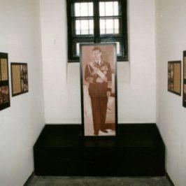 Muzeul Sighet: Sala 20 – Comunism versus monarhie