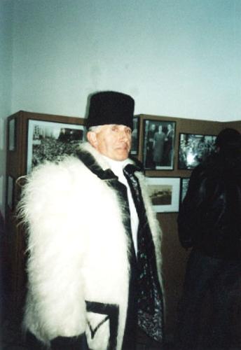 Ţăran maramureşean participant la comemorarea a 50 de ani de la moartea lui Iuliu Maniu în închisoarea din Sighet (Memorial Sighet, februarie 2003)