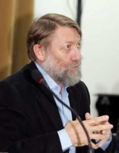 Stephane Courtois vorbind în cadrul conferinţei