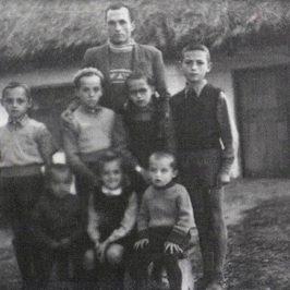 """Copilăria, ca luptă de clasă: András Visky: """"Când s-a întors din detenție, tata a cerut să nu ne vadă pe toți deodată pentru că ar fi fost prea mult pentru el"""""""
