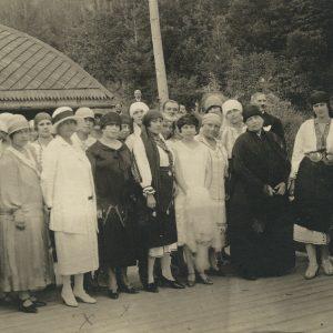 Veturia Lapedatu la Reuniunea femeilor Ortodoxe împreună cu Regina Maria, Sovata, 26 August 1926