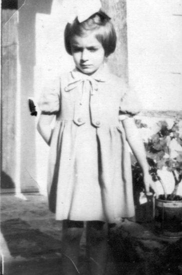 Copilăria ca luptă de clasă. Elena Luminița Lemnaru avea 10 luni la arestarea tatălui și 7 ani când l-a revăzut, după eliberarea acestuia din închisoare