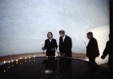 Majestățile Lor Regele Mihai și Regina Ana , moment de revulegere în memoria victimelor comunismului