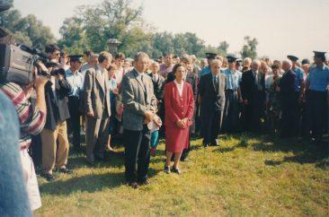 Majestățile Lor Regele Mihai și Regina Ana vizitând Cimitirul Săracilor, locul unde  în anii 50 aici fuseseră aruncate în gropi anonime trupurile câtorva zeci dintre deţinuţii politici morţi în închisoarea Sighet.